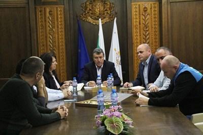 Кметът на Банско Иван Кадев събра на среща представители на всички институции за готовността им за зимния туристически сезон.