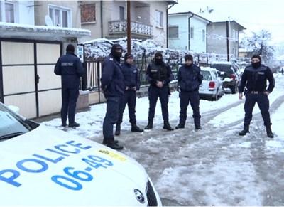 """Улица """"Сливница"""" в Мездра, на която е било открито безжизненото тяло на 8-годишния Томи"""