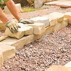 Камъните, които ползвате, трябва да са плоски и тежки