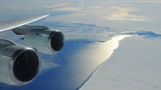Вулкан топи най-големия ледник на Антарктида