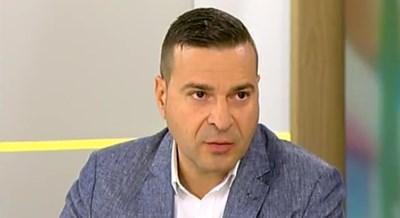"""Светофарите в България не светят  в червено за """"домашни любимци"""" като Кристиан Николов"""