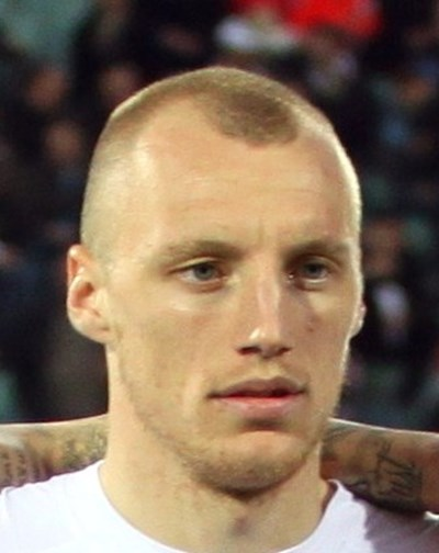 Футболист №1 на България за 2013 година приключи кариерата си