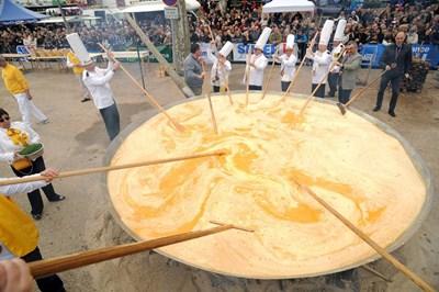 Миналата година в град Безие направиха омлет с 15 хил. яйца.