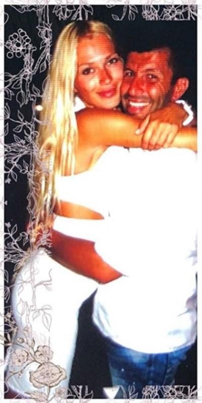 Джон Макрис и съпругата му Снимка: Инстаграм