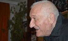 Симпатичният младеж Кирил Петков се е заклел да спазва конституцията, но не изпълнява клетвата си