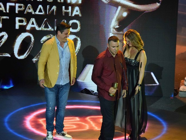 Богомил Грозев връчи наградата на Хазарта за най-добър текст.