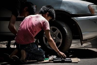 Пакт за защита на децата от робство се превръща в национално законодателство във всички 187 държави членки на Международната организация на труда (МОТ).