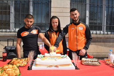 Състезателите на Тежкоатлетически спортен клуб-Русе Надежда Мей Нгуен, Ангел Русев и Стилян Гроздев само за два дни детронираха досегашните европейски шампиони в своите категории и се изкачиха на най-високото стъпало в стълбичката.