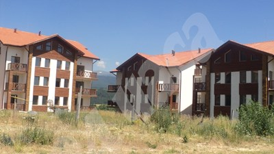 Ръстът на доходите у нас бил гаранция, че няма да има масов проблем с обслужването на кредити за жилища. СНИМКА: 24 часа