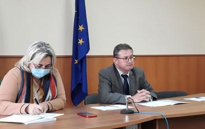 Д-р Светла Ангелова и областният управител на област Добрич Васил Карапанчев