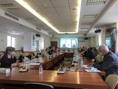Комисията за енергийно и водно регулиране на едно от онлайн заседанията и?.