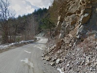 Пътят между Чудните мостове и Забърдо СНИМКА: Google Street View