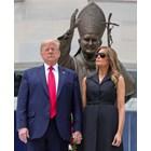 Доналд Тръмп със съпругата си Мелания Снимка: Ройтерс