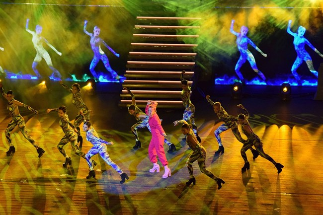 Поли Генова блесна с нова хореография.