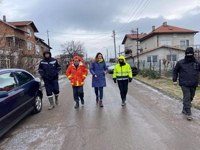 Фандъкова провери работата на аварийните екипи в засегнатите от наводнението райони. Снимки Столична община