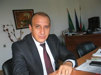 Кметът на Панагюрище Никола Белишки е категоричен, че градът трябва да получи всичко от дарението. СНИМКА: Любомир Илков