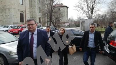 Главният прокурор Сотир Цацаров току-що пристигна в Кърджали Снимка: Ненко Станев СНИМКА: 24 часа