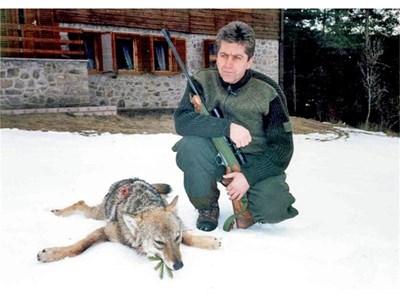 Георги Първанов сам пусна в интернет снимки от ловните си излети.