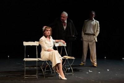 """Спектакълът на театър Азарян """"Чехов х 3"""" е част от програмата на """"Аполония"""" 2019"""