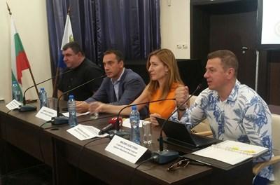 Винено-кулинарните дестинации бяха представени от министър Николина Ангелкова на кръгла маса в Бургас днес. Снимки ЕЛЕНА ФОТЕВА