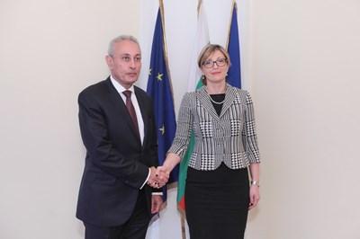 Захариева обсъди с генералния секретар на Съюза за Средиземноморието Насер Камел възможности за общи проекти с Организацията за Черноморско икономическо сътрудничество. Снимки МВнР