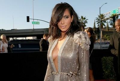 """На награди """"Грами"""" с нюд грим се появи и Ким Кардашиян. Тя е в тоалет на """"Жан Пол Готие""""."""