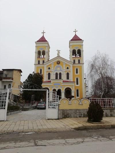"""В църквата """"Св. Архангел Михаил"""" в Раковски папата ще се срещне с представители на католическата общност у нас"""