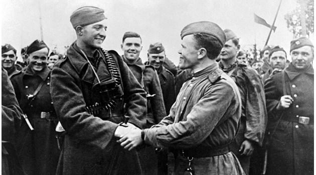 Външно към Русия: Щиковете на Съветската армия донесоха тоталитаризма. 9 септември е преврат. Посолството: Изложбата няма нищо общо с български политически сили (обновена)