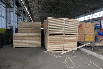Цигарите били укрити в контейнери с дървени плоскости.