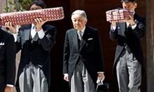 Бившият японски император Акихито изпадна в безсъзнание за кратко