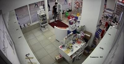 Задържаха трима грузинци за кражби от аптеки в Пазарджик, София и Варна (Снимка)