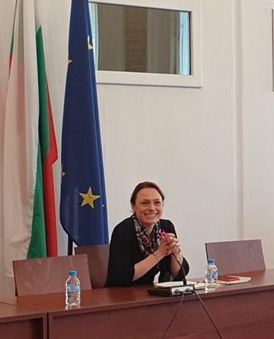 Парламентарната шефка Ива Митева представи обновения сайт на НС. Снимки: Авторът