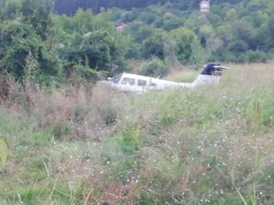 След извозването на машината ще бъде освободена поляната, където се намира, а пътят около нея ще бъде отворен. Снимка 24 ЧАСА