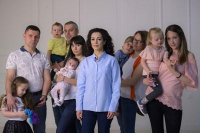 Елена Петрова с родители, участващи в кампанията.