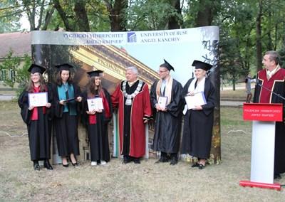 Тази година своето образование в Русенския университет завършват 1360 студенти.