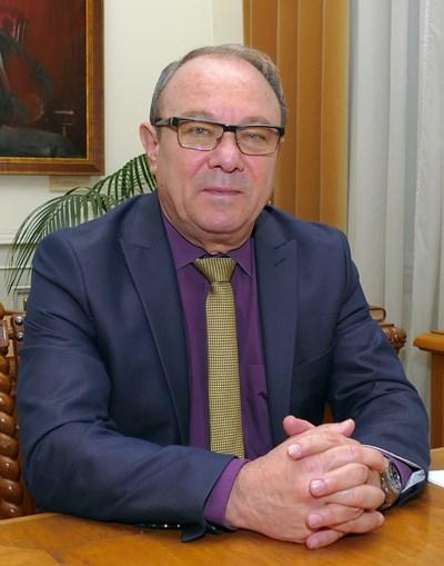 Акад. Юлиан Ревалски