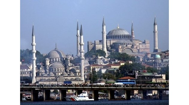 """Закъснял и смешен плач, че """"Света София"""" е станала джамия"""