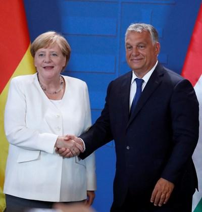 Ангела Меркел и Виктор Орбан СНИМКА: Ройтерс
