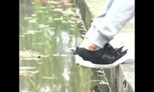 Майстор на кунг фу стъпва върху вода