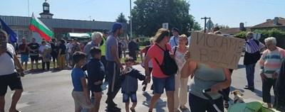 Жителите на село Стожер излязоха на протест срещу безводието повече от 10 месеца. Снимка Авторката