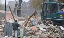 Защо събарят ромските къщи на прага на зимата?