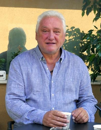 Томас Лафчис черпи семейството на почивка