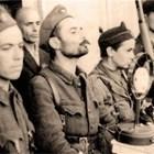 КОМАНДИР: Васил Демиревски държи реч на площада в Дупница на 11.09.1944 г.