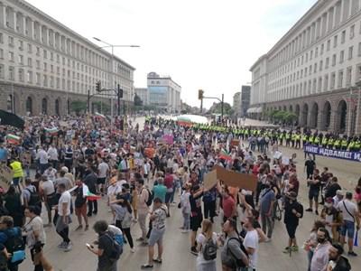 Вчерашният протест на площада Снимка: Йордан Симеонов