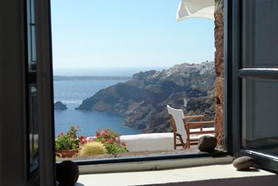 През прозорец в Санторини Снимка: Ройтерс
