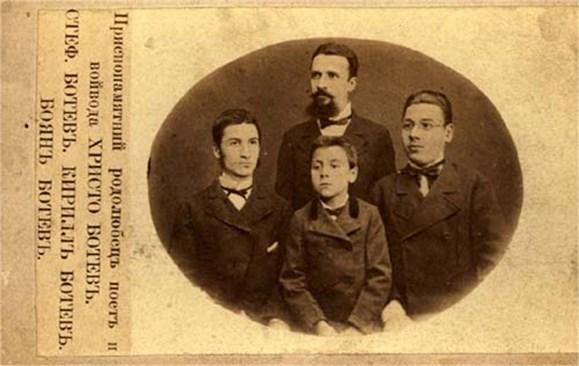 СЕМЕЙСТВО: Христо Ботев с братята си Стефан, Кирил и Боян.