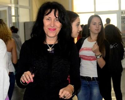 Снимкa: Радостина Георгиева - директорката на бургаската гимназия