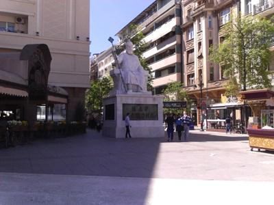 Паметникът на цар Самуил в центъра на Скопие СНИМКА: Тони Маскръчка