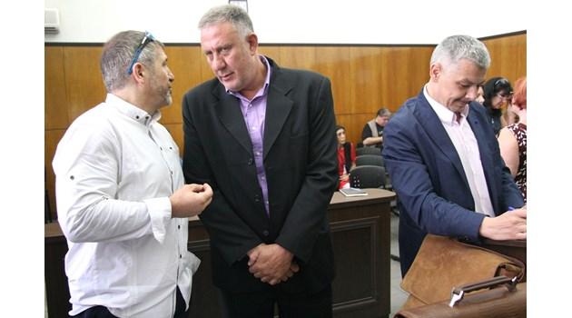Изтрити записи вкарват отново в съда лекаря, убил крадец в имота си. Ножът, с който уж е бил ранен, липсва