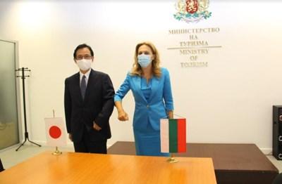 Министърът на туризма Марияна Николова се срещна с извънредния и пълномощен посланик на Япония у нас Н. Пр. Хироши Нарахира СНИМКА: Министерството на туризма